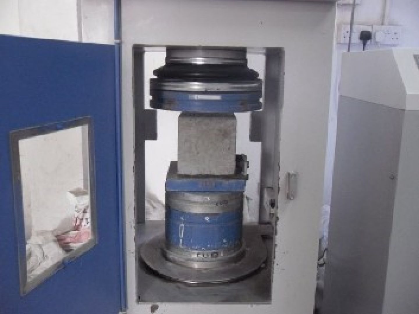 Compressive strength (SAI) testing of cement block