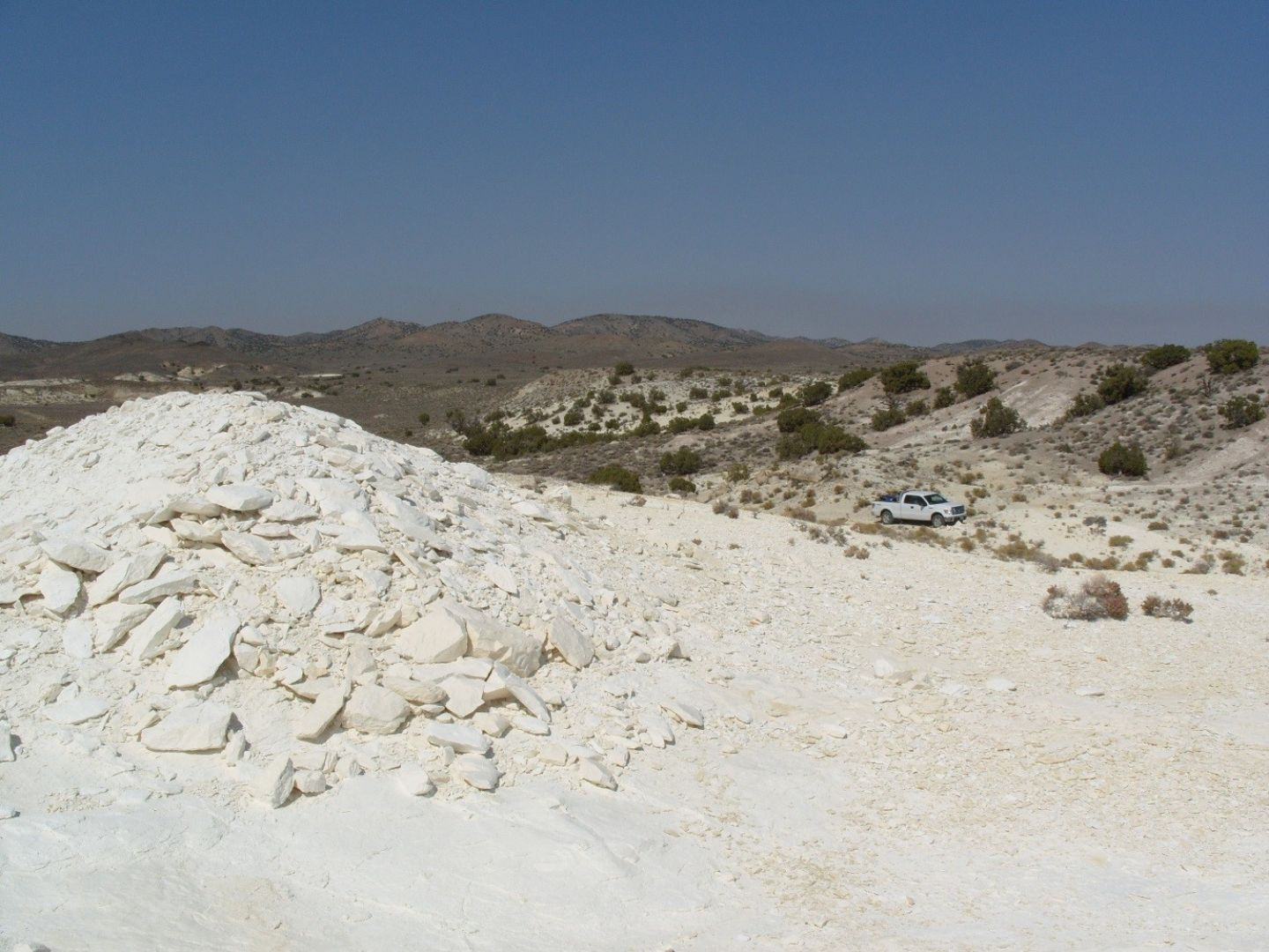 Extensive outcrops of diatomite forming current flat land surface and valley floor